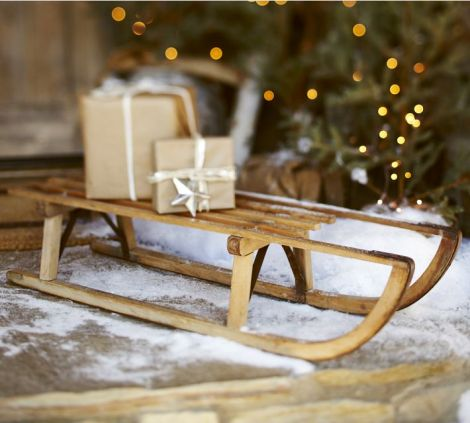 light-mini-wooden-sledge-as-the-strong-one-to-carry-things-on-suitable-for-winter